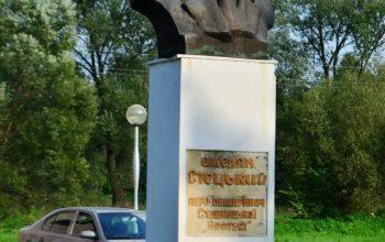 памятник О.Стоцкому