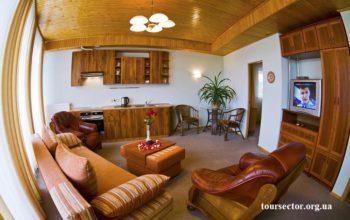 Люкс с балконом и кухней